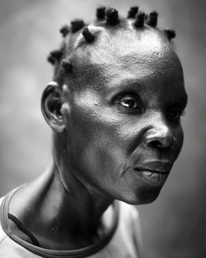 El segundo premio en la categoría 'Gente'. Una africana de 41 años que sufre una enfermedad mental.